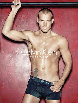 Fredrik Ljungberg , futbolista retirado y modelo, lleva un tigre ...