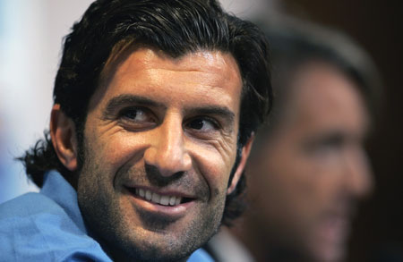 Unattractive men we find sexy - Page 2 Luis_figo