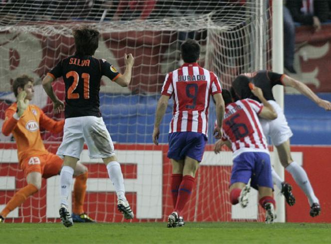 Villarreal-Atletico - Página 2 Clamoroso_penalti_pitado_Zigic_2