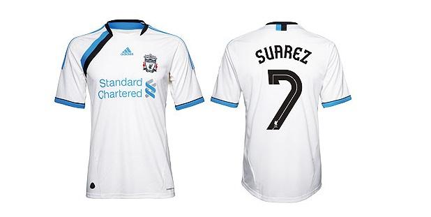 El Liverpool nos ha sorprendido a todos con una equipación que podríamos  decir que lleva los colores de su eterno rival 8a333775a9472