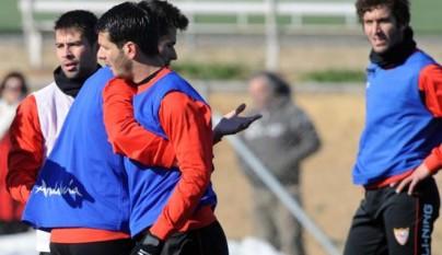 medel_y_spahic_se_pelean_en_un_entrenamiento3