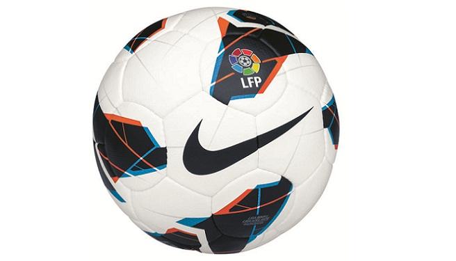 49a9576ae4aa6 Nike ha presentado el balón con el que se jugará la Liga que arrancará el  mes que viene. Se llama Maxim y destaca tanto por su diseño como por  innovación en ...