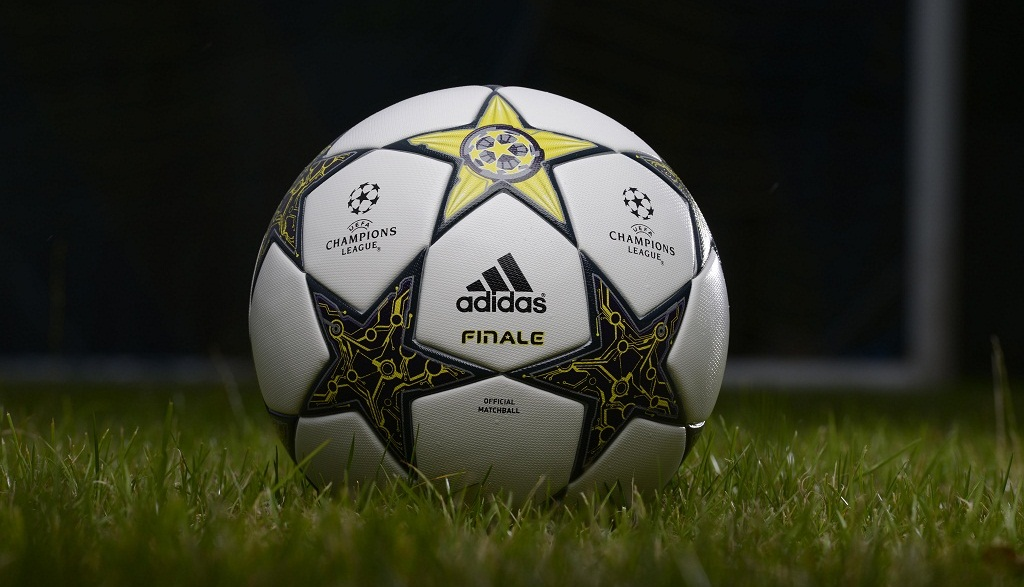11 39 Am    David Mart  Nez    Champions League    Adidas    Balones