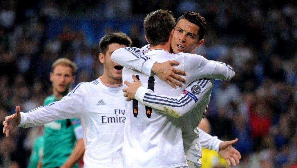Cristiano Ronaldo abrazando a Bale