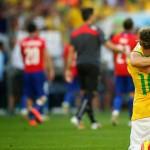 Julio César, un poco de suerte y Brasil a cuartos