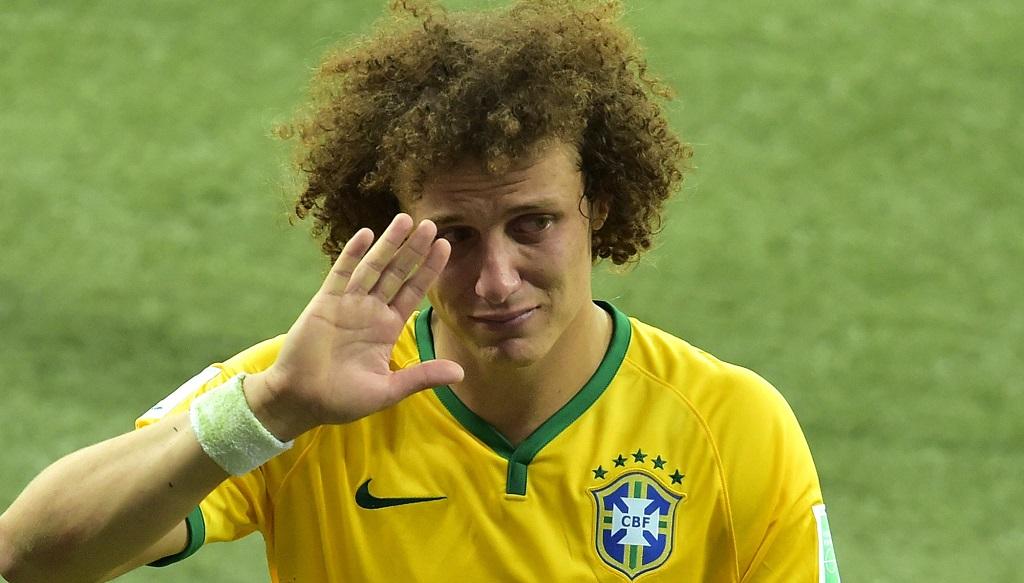 David Luiz saludando a su gente llorando