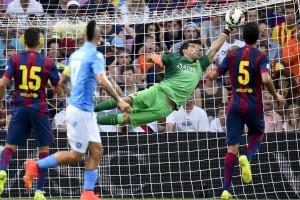 Cantada de Bravo y derrota del Barça ante el Nápoles