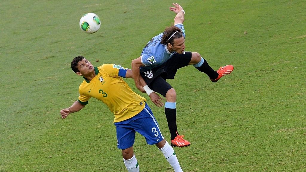 Thiago Silva y Forlan
