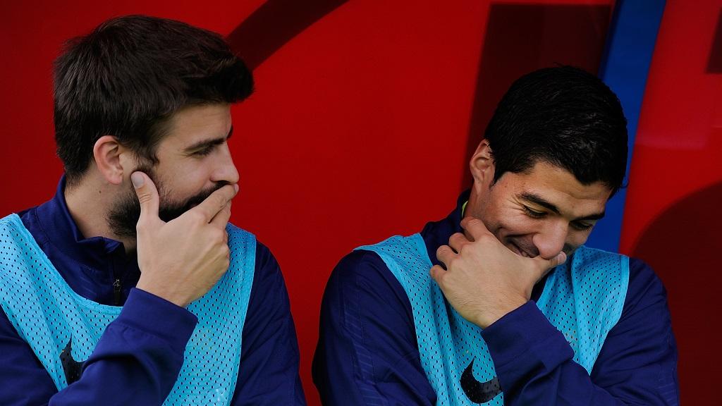 Gerard Pique y Luis Suarez