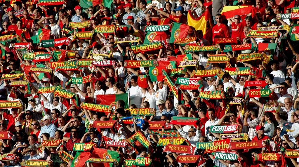 aficionados portugueses con bufandas