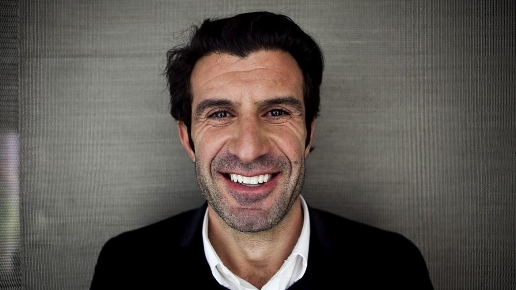 Luis Figo sonriendo