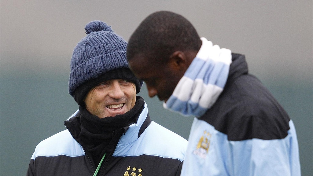 Yaya Toure y Mancini