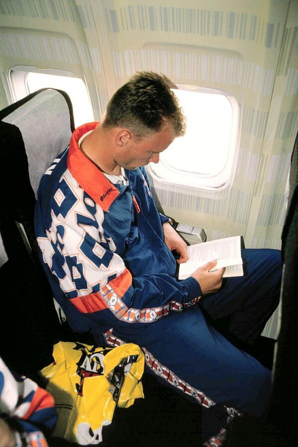 Dennis Bergkamp en un avion