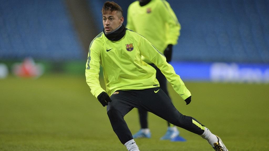 Neymar entrenando
