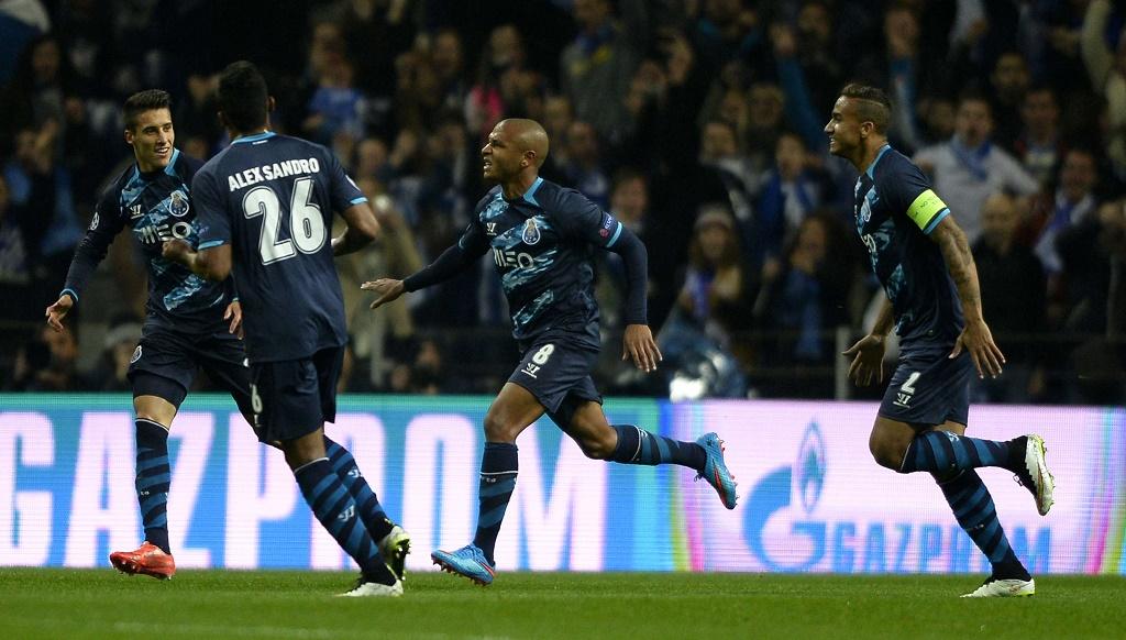 Brahimi celebrando un gol