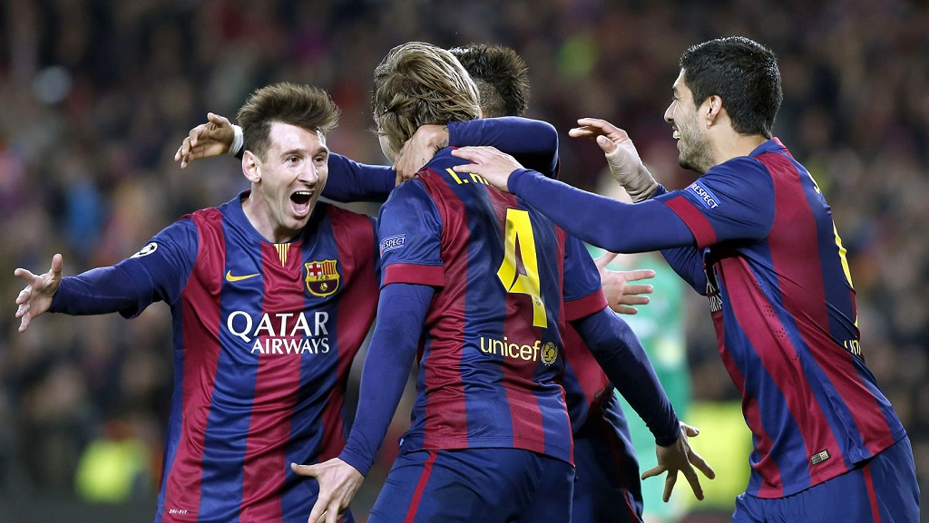 Rakitic celebrando su gol con Messi