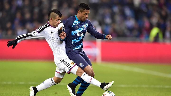 Alex Sandro y Derlis Gonzalez