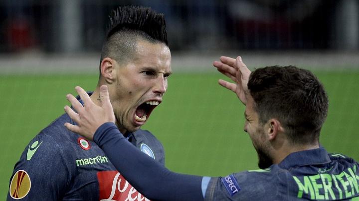 Hamsik celebrando su gol