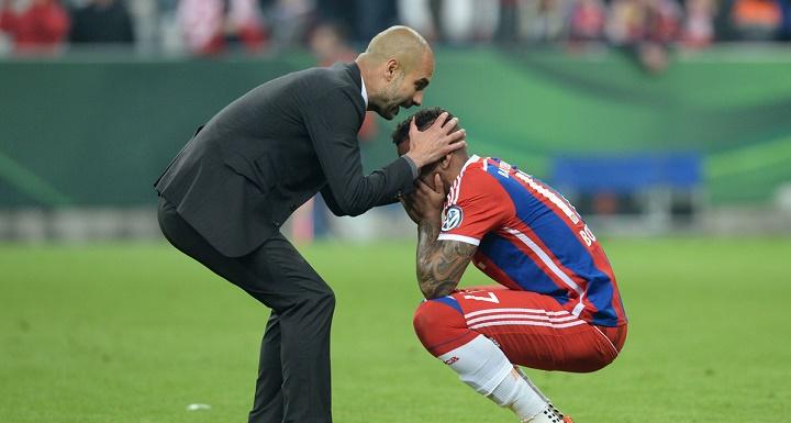 Pep Guardiola consolando a Boateng