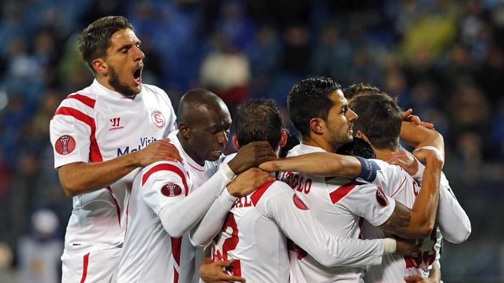 Jugadores del Sevilla celebrando un gol
