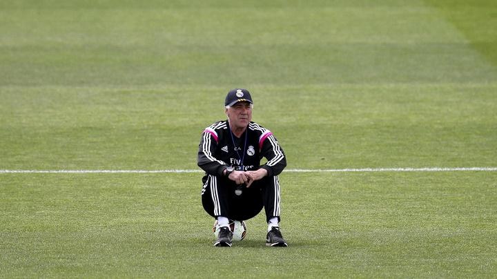 Carlo Ancelotti en un entrenamiento