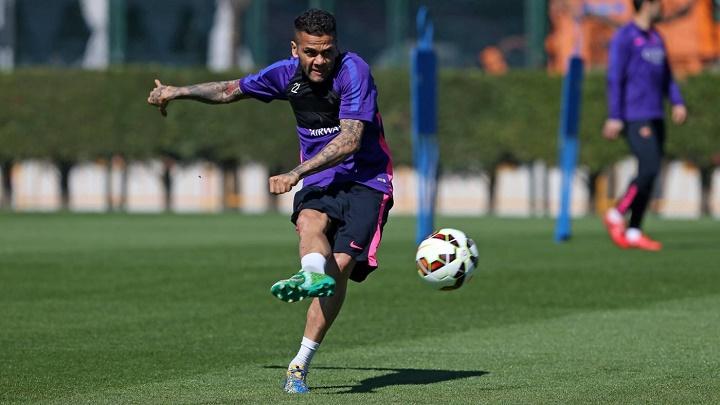 Dani Alves en un entrenamiento