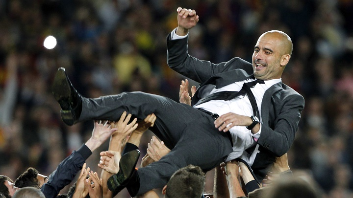 Pep Guardiola manteado