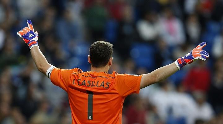 Iker Casillas de espaldas