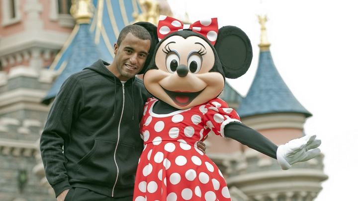 Lucas Moura y Minnie Mouse