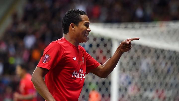 Carlos Bacca celebrando un gol