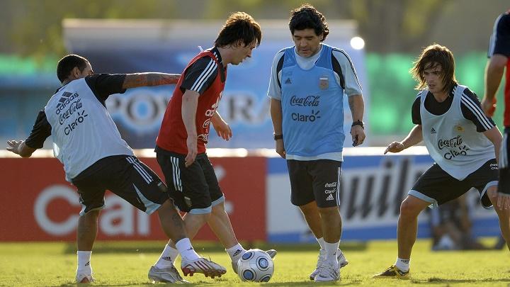 Maradona y Messi entrenando