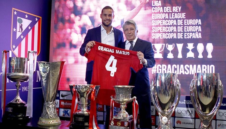 Mario Suarez Atletico despedida 1