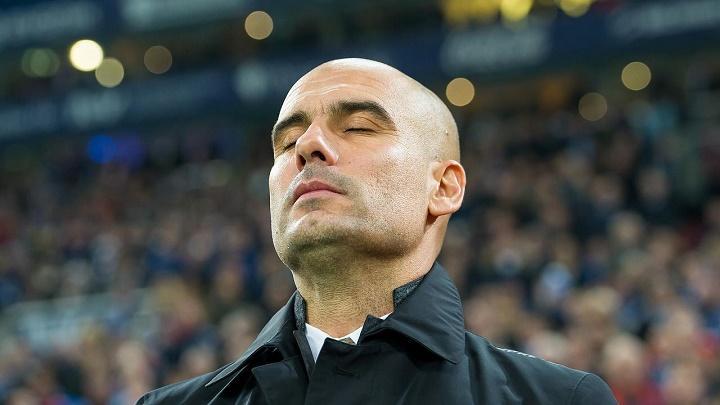 Pep Guardiola con los ojos cerrados