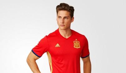 Imágenes de la nueva equipación de la selección española a166ef042cde5