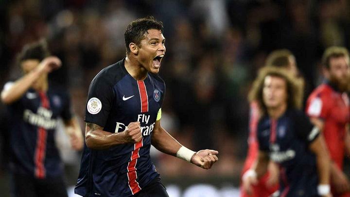 Thiago Silva celebrando un gol