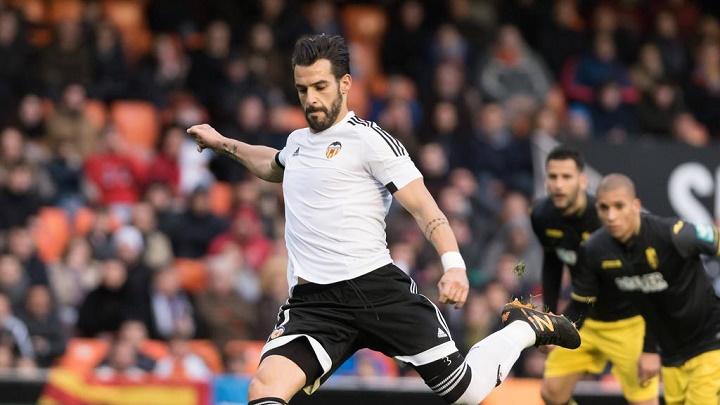 Álvaro Negredo lanzando un penalti