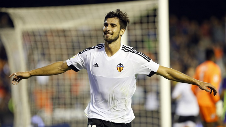 André Gomes celebrando un gol