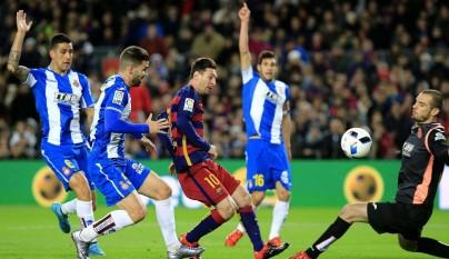 Leo Messi disparando