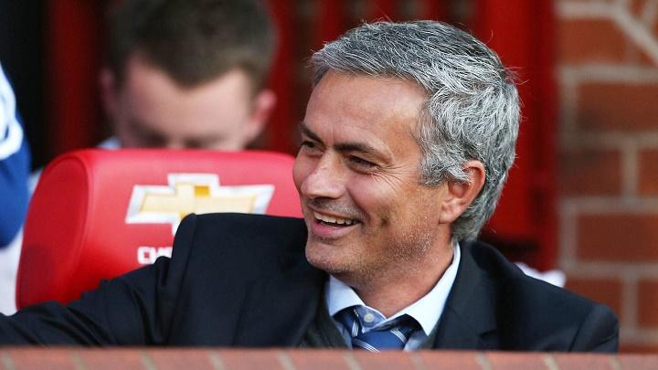 Mourinho sonriendo en Old Trafford