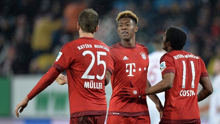 David Alaba con Muller y Douglas Costa