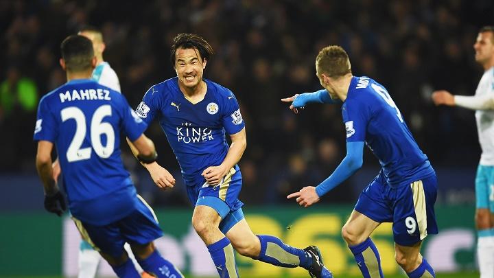Shinji Okazaki celebrando un gol