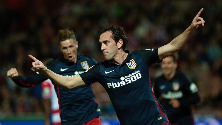 Diego Godín celebrando un gol