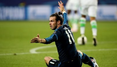 Gareth Bale protestando
