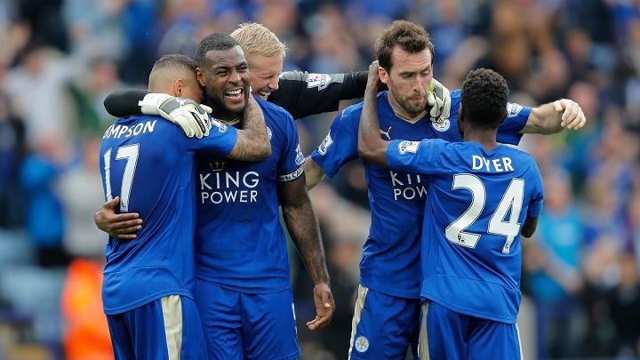 jugadores del Leicester City felices