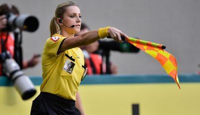Fernanda Colombo levantando la bandera
