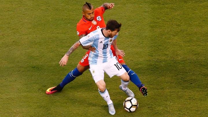 Arturo Vidal y Leo Messi