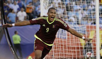 Salomon Rondon celebrando un gol