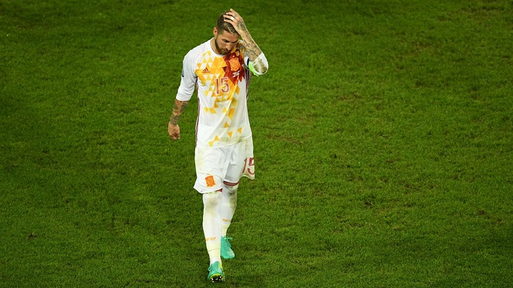 Sergio Ramos lamentandose
