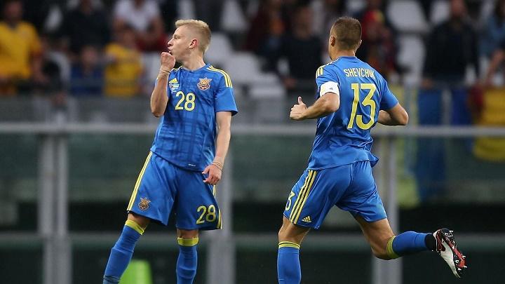 Zinchenko celebrando un gol