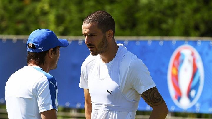 Bonucci y Antonio Conte